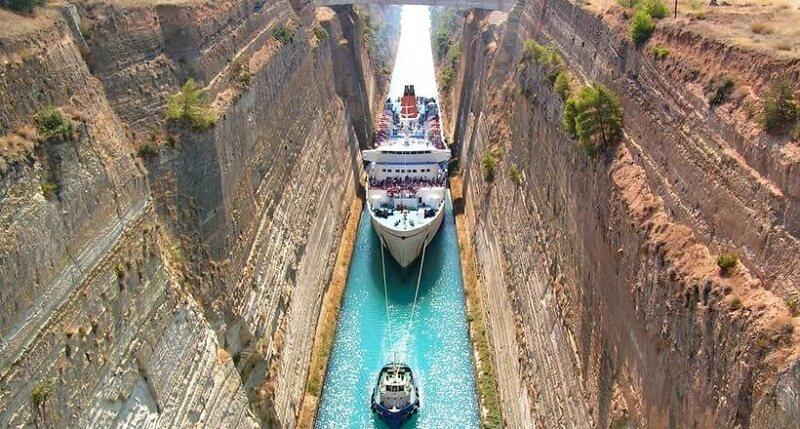 Самый узкий судоходный канал в мире